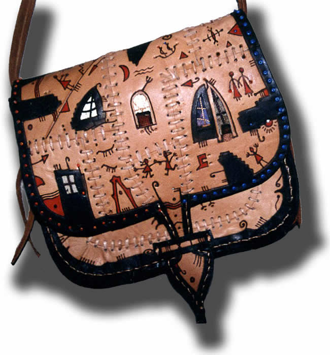 Создаем поделки из кожи своими руками: сумочки, брелки, рукавички...